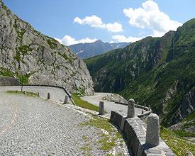 Vier Länder – sechs Pässe, eine Alpenrundfahrt