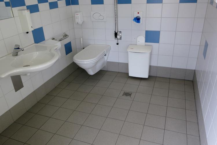 Öffentliches rollstuhlgerechtes WC Bahnhof Bever